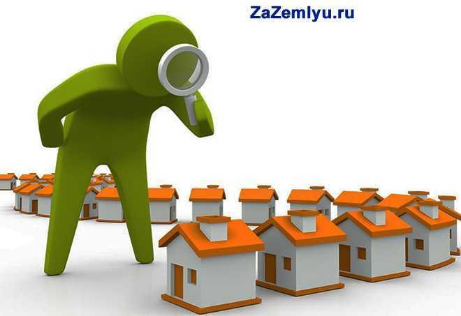 Зеленый человечек осматривает домики с через лупу