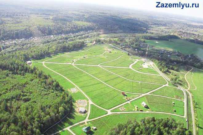 Зеленые поля, вид сверху
