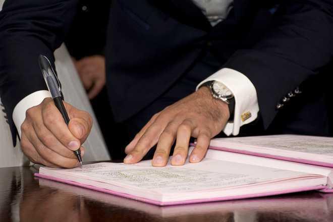 Письменный стол, письмо, рука, человек, книга