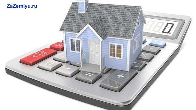 Голубой домик стоит на клавишах ноутбука