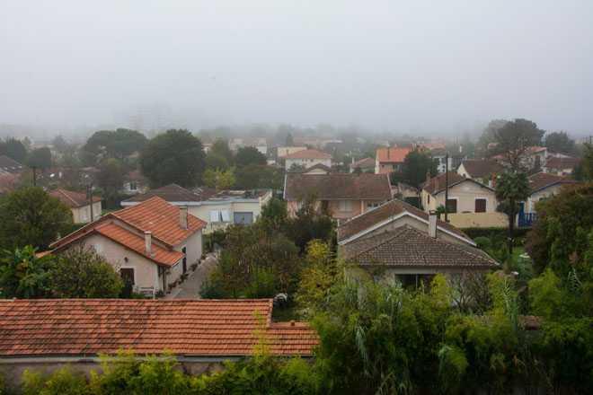 Дачные дома, туман
