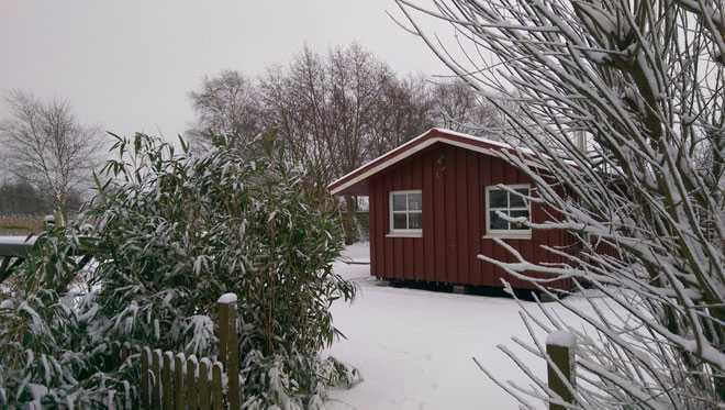 Дачный дом, зима, участок