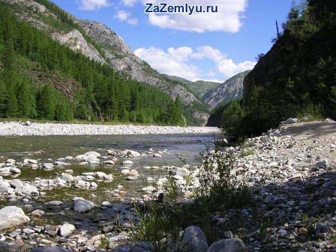 Река в горной местности