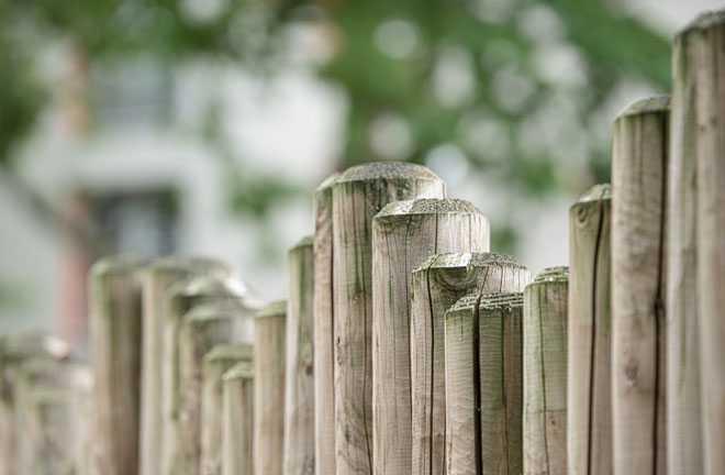 Садовый деревянный забор