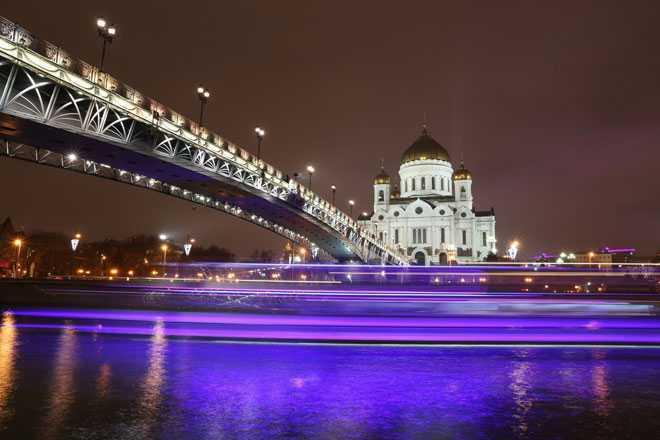 Мост через речку, церковь, ночное время