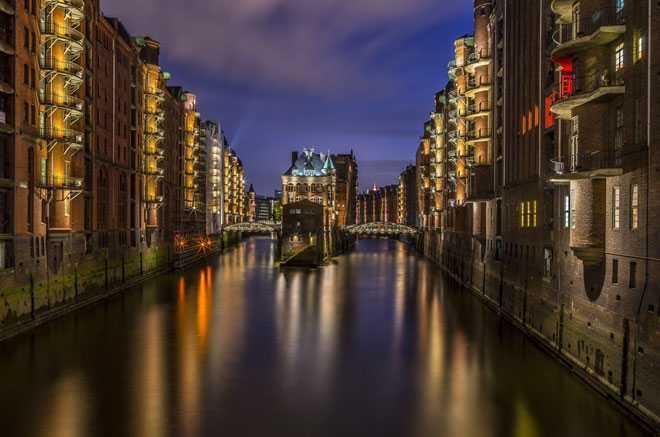 Ночное время, водоем, город