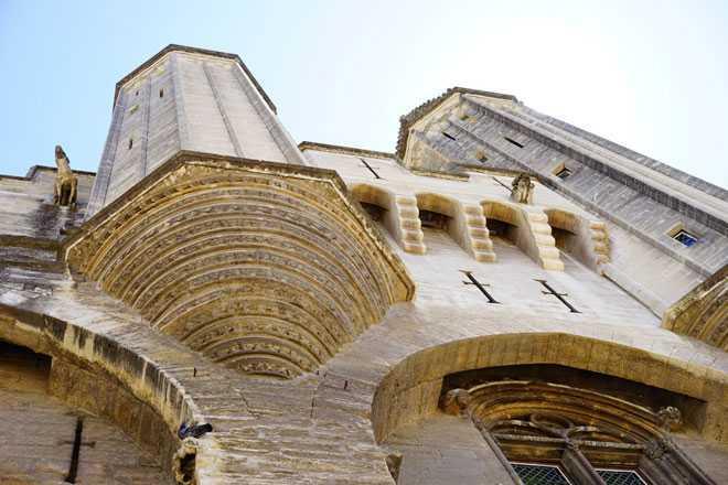 Фасад каменного здания