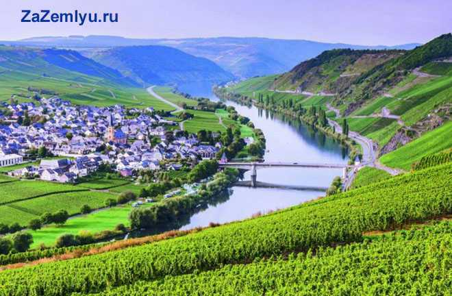 Город на берегу реки