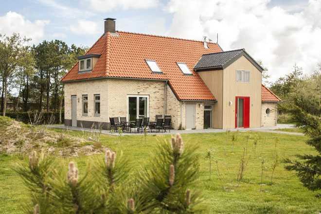 Кирпичный дом с участком