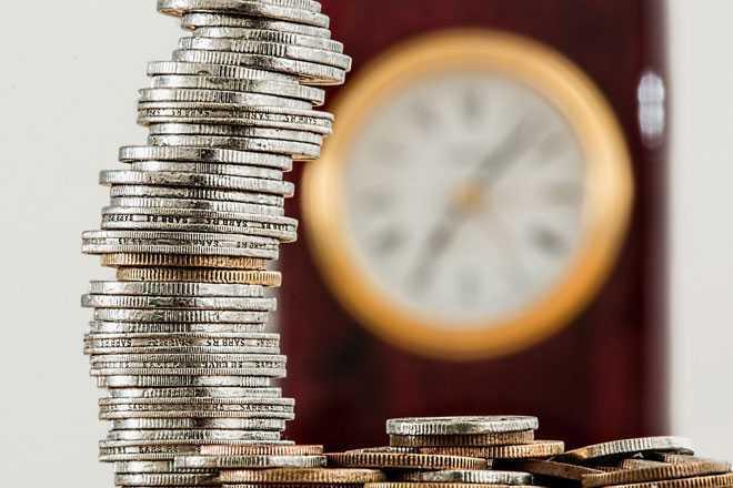 Монеты, настенные часы