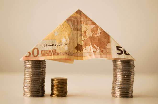 Монеты, денежная купюра