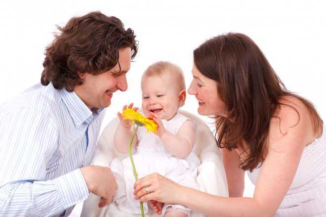 Счастливые родители, ребенок