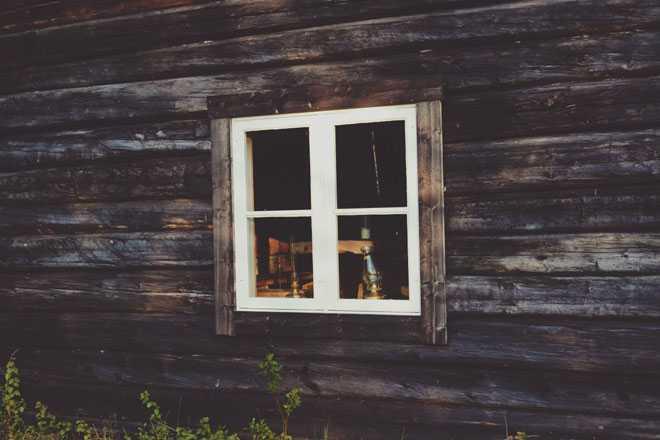 Окно в избе