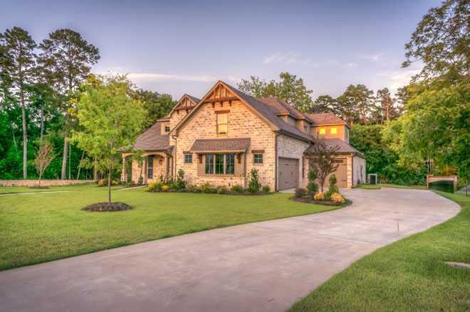 Уютный дом, дорожка, участок